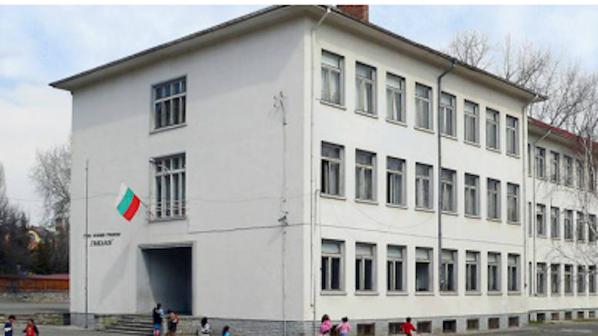 17-годишен вдигна на крак полицията в Стара Загора, заради поставена бомба в училище!